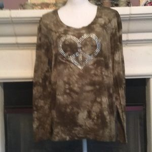 Camo tie dye stretchy bling heart top NWOT 🌷